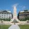 Tiltott hatalmi jelképek a Bp. Szabadság téri emlékművön