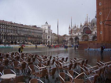 Velence, esőben 15