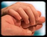 kézen fogva