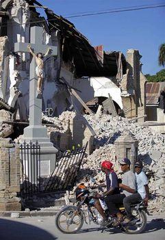 A  Kereszt sértetlen maradt a földrengés után