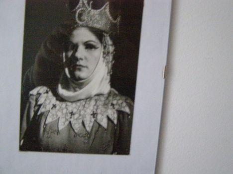 Bodo Vass Éva mint Gertrudis.