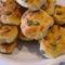 Tökmagvas, sajtos, vajas pogácsa közelől