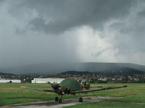 Jön a vihar a budaörsi repülőtérre