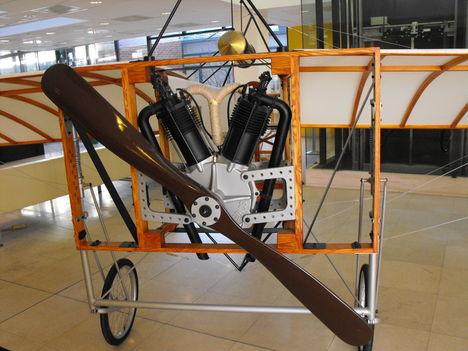 Az első repülő motorrésze