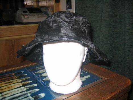 Perzsaláb kalap