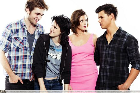 ashley-greene-taylor-lautner-kristen-stewart-robert-pattinson-comic-con-2