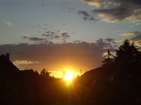 kibújt a nap a felhő alul