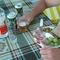 tzatziki, olajbogyó, szőlő, szalonna, ouzó és mythos sör a háziakkal