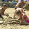 Balaton, strand, homokozó kislány