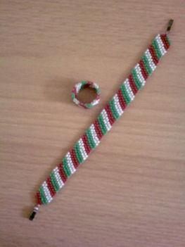 Nemzeti színű karkötő és gyűrű