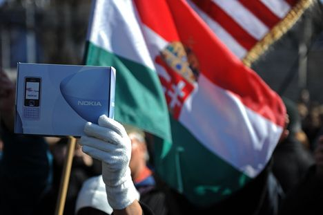 a korrupció elharapózására emlékeztető Nokia dobozok