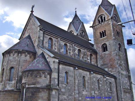 A templom hátulról