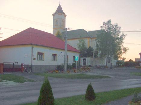 Barbacsi iskola és templom