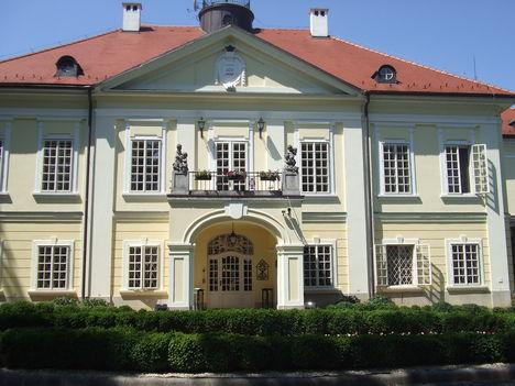 Röjtökmuzsaji Szidónia Kastély 1