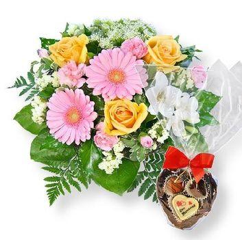 nagy csokor virág bonbonnal