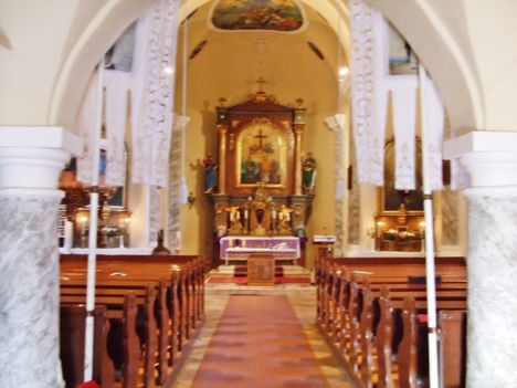 A templom a kar alól fényképezve