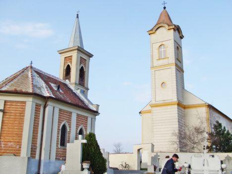 Barbacsi római katolikus templom a temető kápolnával, ami ravatalozóul is szolgál