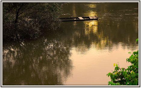 Csónak  süllyedő félben