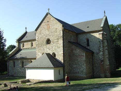Román stílusú templom Bélapátfalván