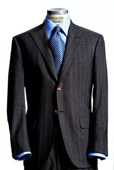 Csíkos öltöny
