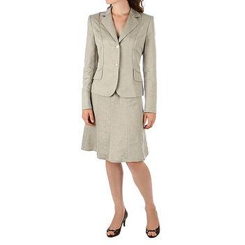 Világos női kosztüm