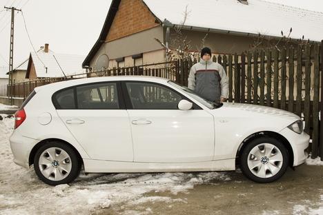BMW mellett állok 2
