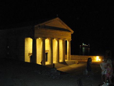 Éjjel a Régi erőd mellett, Korfuváros