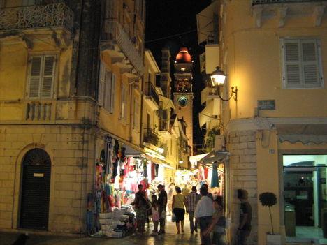 Éjszakai élet Korfuvárosban