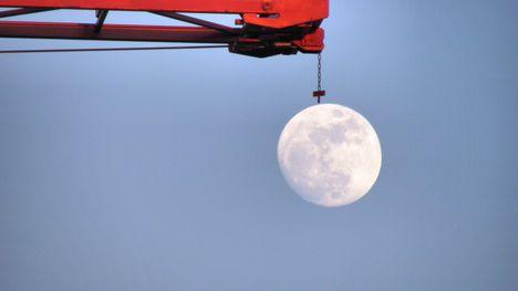 felemeljük a holdat