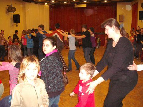 táncház2010febr 051