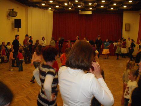 táncház2010febr 085