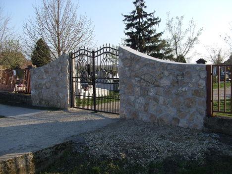 A döri temető bejárata