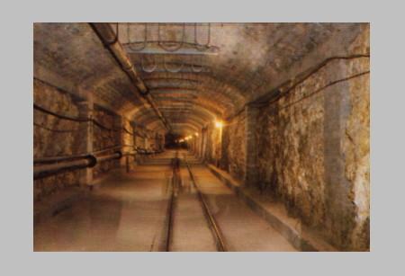 barlang folyosó vezetékekkel