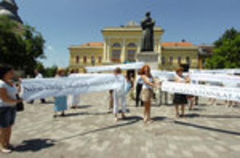 tiltakozó tanárok