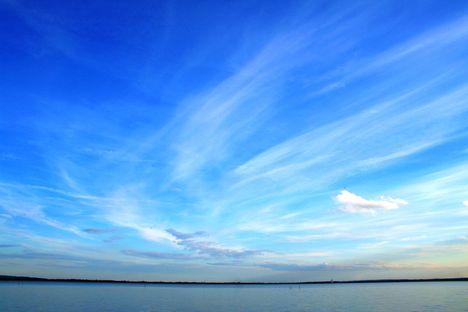 Balaton és a felhők. Vonyarcvashegy.