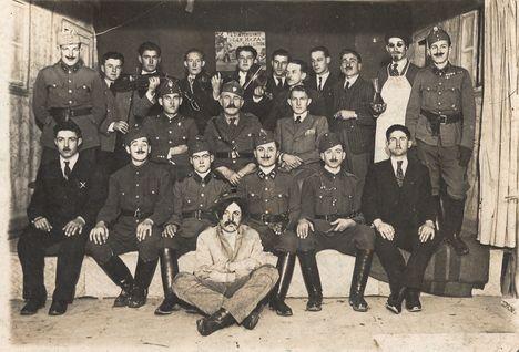 1940 körül, levente színdarab