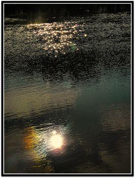 Vízen  csillogó