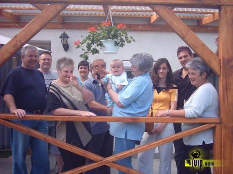 A család a teraszon