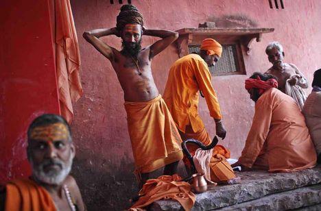 Szent emberek (Sadhu) pihennek a szertartások után