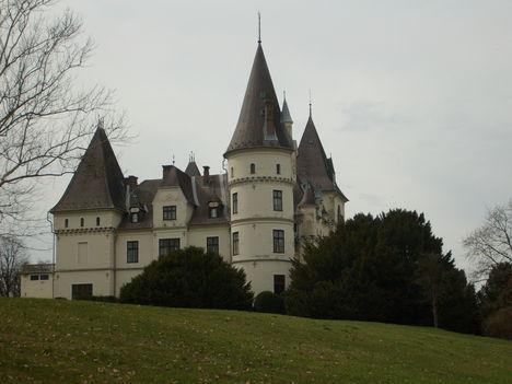 Búcsú a kastélytól