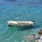 Csónak Tivat partjainál
