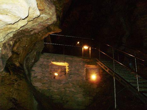 Ismerkedés a Pálvölgyi Barlang kincseivel. 26