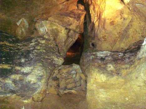 Ismerkedés a Pálvölgyi Barlang kincseivel. 63