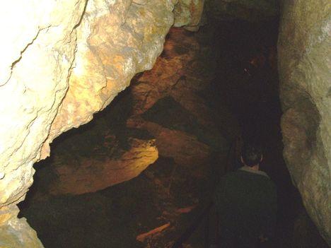 Ismerkedés a Pálvölgyi Barlang kincseivel. 68