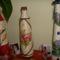 vázák szörpös üvegekből