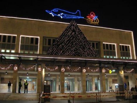 Ferihegy 1 karácsonyi díszben