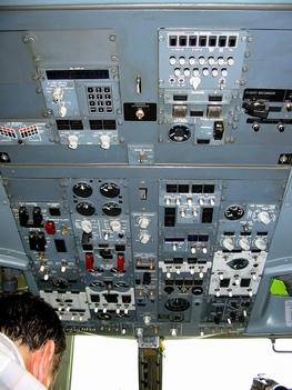 ferihegy belülről Malév Boeing 737-400 pilóta feje fölött