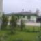 Udvar az utca felé,szép háttér az újonnan épült ház