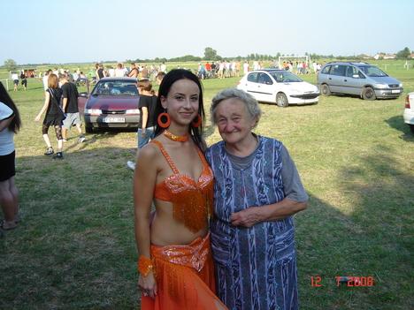 Bözsi néni és unokája