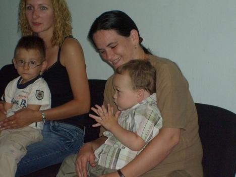Ringató foglalkozás az ifjúsági házban 2008. július 10-én